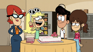S5E03A Yay, cake! Is it my birthday