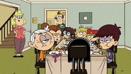 S5E01 All the siblings eating slowly
