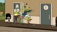 S03E01 Louds rushing to toilets