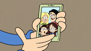 S4E01 Sid shows a photo of her family