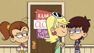 S5E03A Leni puts a closed sign on the door