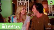 S08E01 - Axl's New Girlfriend