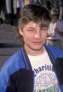 Actor-jay-r-ferguson-attends-the-1990-permanent-charitie 002
