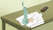 S6E21.034 Mini Statue of Liberty