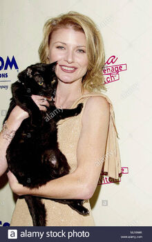 23-oct-2000-los-angeles-california-usa-original-caption-sabrina-the-teenage-witch-celebrate-their-100th-episode-at-the-sunset-room-in-los-angeles-beth-broderick-tsuni-usa-beth-broderick-098-be.jpg