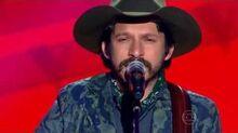 Edu Santa Fé canta 'Poeira' no The Voice Brasil