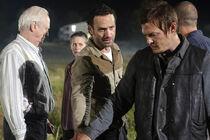 Walking Dead S2E11 5-1-