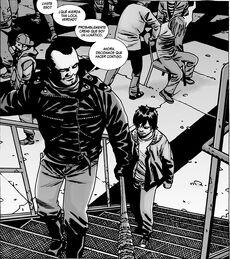 Negan y Carl dentro de la guarida de los Salvadores.