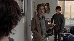 Ron presentándose ante Carl con sus amigos.