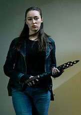 Fear-the-walking-dead-season-5-cast-alicia-debnam-carey-700