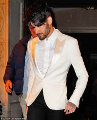 3C3BCA7D00000578-0-Also turning up on set in a rather dapper ensemble was Zayn Mali-m-91 1484741487774