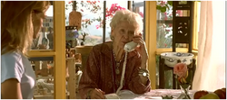 Rose âgée téléphone.png