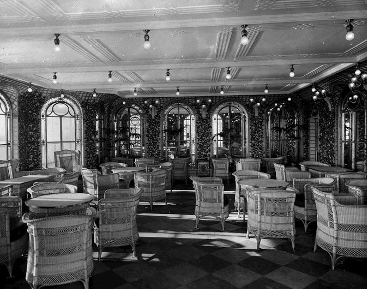 Veranda cafe and Palm court