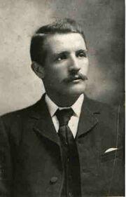 250px-William McMaster Murdoch, photograph taken before 1911.jpg
