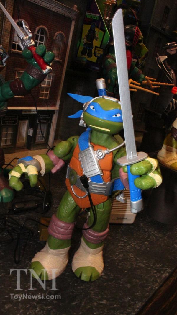 Interactive Talking Leonardo (2014 action figure)