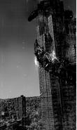 Kanekis Kralle um ein Gebäude gewickelt