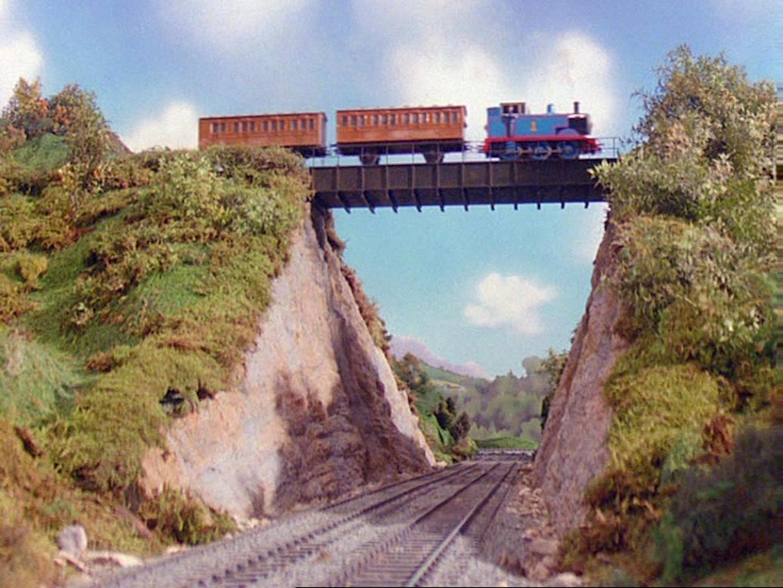 Мост в долине