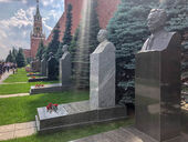 Real-moscow-wall-necropolis