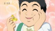 Komatsu eating Gourmet Coin