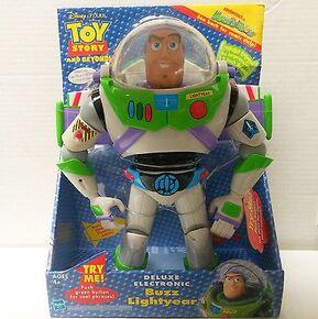 Deluxe Electronic Buzz Lightyear Box (2002).jpg