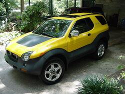 Isuzu Vehicross (2001 Proton Yellow)