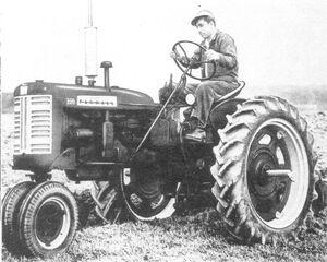 McCormick Farmall 230 1957.jpg
