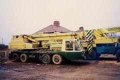 1980s JONES 551 on VICKERS-AWD V518 Cranecarrier