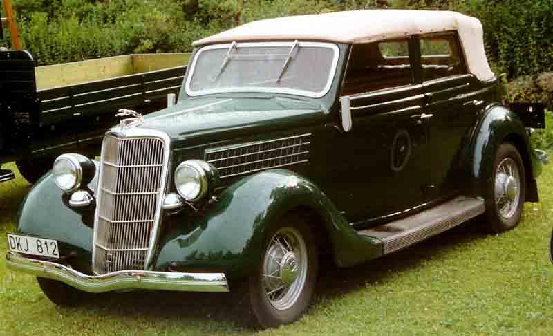 1935 Ford Model 48 740 Convertible Sedan DKJ812.jpg