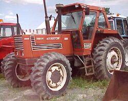 Hesston 1380 DT MFWD.jpg