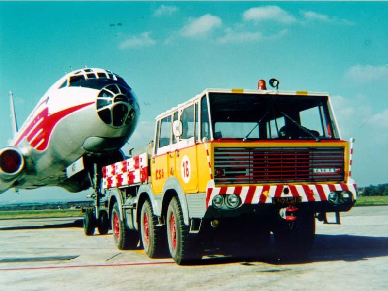 Airport tug T813 6x6