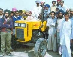 Mahindra Gujarat MG 450 (yellow)-2001.jpg