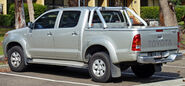 2005-2008 Toyota Hilux (KUN26R) SR5 4-door utility 01