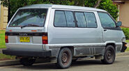 1987-1990 Toyota Tarago (YR22RG) RV van (2010-12-28) 02