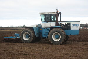 Ford FW 30 pulling Subsoiler at Saunders WD 08 - IMG 4098
