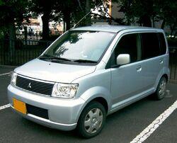 1st generation Mitsubishi eK Wagon (pre-facelift).