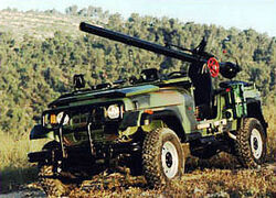 105mm M40 recoilless rifle version, capable of firing directly over its protected hood.