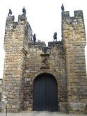 Alnwick Castle a frontal door.JPG