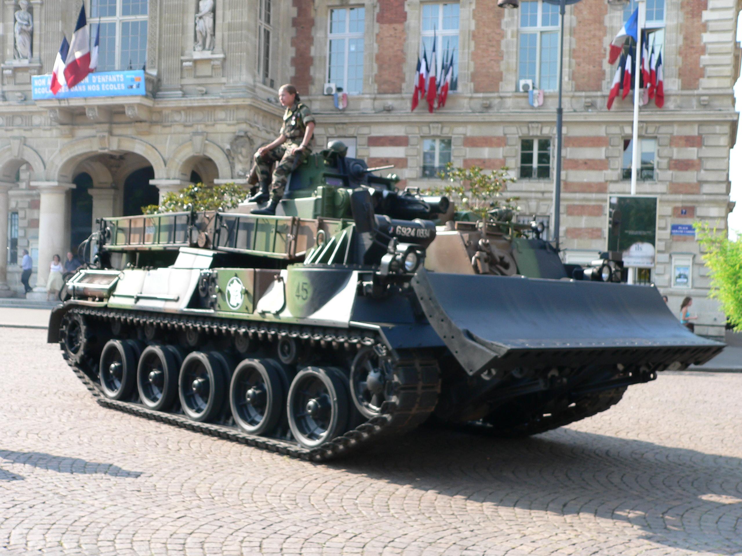 Military engineering vehicle