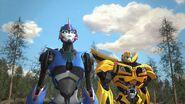 Armada screenshot Bee and Arcee