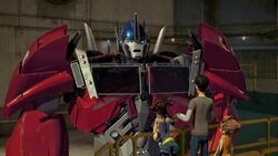 Con Job screenshot Optimus and humans.jpeg