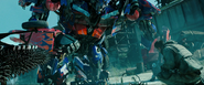 Optimus Prime bekijk het onderdeel van de Ark