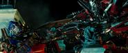Optimus en Sentinel Prime confronteren elkaar