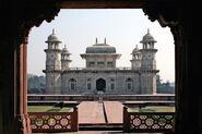 800px-Agra Itimad-ud-Daula 2