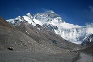 800px-Mount Everest from Rongbuk may 2005