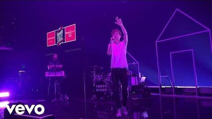 Troye_Sivan_-_EASE_(Live_on_the_Honda_Stage_at_the_iHeartRadio_Theater_LA)