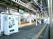 800px-Tsuchiura station platform-2063