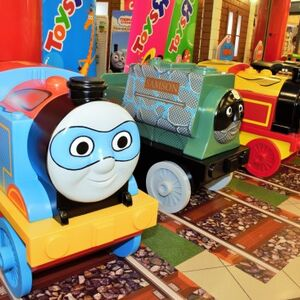 Thomas /& Friends MINIS Engines with a Special Light-up Feature