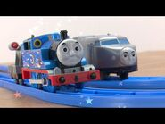Plarail Thomas the Tank Engine Kenji and Thomas' Chasing Set demonstration