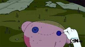 Marceline costurando o olho de Hambo