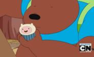 Urso com o Cupcake do Finn